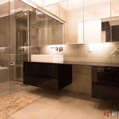 リバーサイドに佇むハイグレードなデザイン住宅: 納得住宅工房株式会社 Nattoku Jutaku Kobo.,Co.Ltd.が手掛けた浴室です。