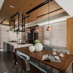 اتاق غذاخوری توسط築青室內裝修有限公司