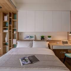 喆境:  臥室 by 築青室內裝修有限公司
