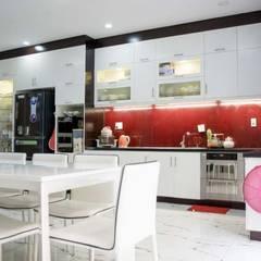 Cận Cảnh Ngôi Nhà Phố 3 Tầng Thoáng Đãng Ở Quận Bình Tân:  Tủ bếp by Công ty TNHH Xây Dựng TM – DV Song Phát,