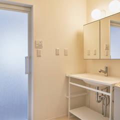 洗面: tai_tai STUDIOが手掛けた浴室です。
