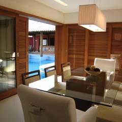 Sala de Jantar: Salas de jantar tropicais por Maria Dulce arquitetura