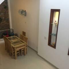 Bộ bàn ghế gỗ giúp không gian thêm sang trọng:  Phòng ăn by Công ty TNHH Thiết Kế Xây Dựng Song Phát
