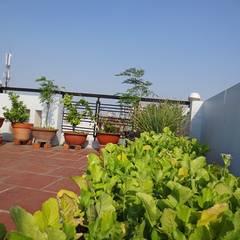 Xây nhà 2 tầng thiết kế 3 phòng ngủ rộng thoáng chỉ với 680 triệu:  Hiên, sân thượng by Công ty TNHH Xây Dựng TM – DV Song Phát