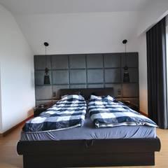 PROJEKT WNĘTRZA DOMU W OPOCZNIE : styl , w kategorii Sypialnia zaprojektowany przez Piotr Stolarek Projektowanie Wnętrz
