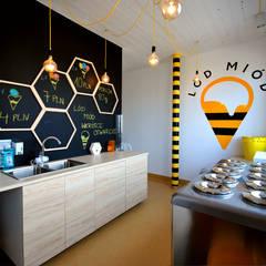 Projekt lodziarni LÓD MIÓD w Pabianicach : styl , w kategorii Gastronomia zaprojektowany przez Piotr Stolarek Projektowanie Wnętrz