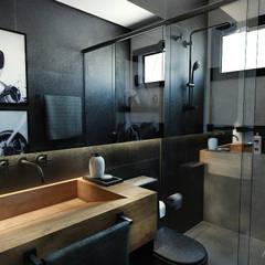 Banheiro Mezanino  - Loft Residencial: Banheiros  por Rodrigo Westerich - Design de Interiores