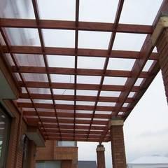 Terrazas de estilo  por Piscinas Espectaculares
