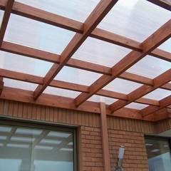 CONSTRUCCION DE TERRAZAS MODELO RETICULA: Terrazas  de estilo  por Piscinas Espectaculares