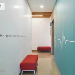 #병원 #대기 공간: 위아카이(wearekai)의  병원
