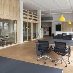 Gedung perkantoran oleh _WERKSTATT FÜR UNBESCHAFFBARES - Innenarchitektur aus Berlin, Skandinavia