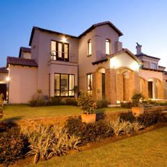 :  Houses by ANTONIO DE FRANCA HOME DESIGNS, Country