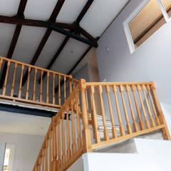 Planta superior vista desde inferior: Escaleras de estilo  de ACCESIBLE REFORMAS