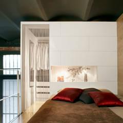 Showroom Can Felipa: Dormitorios de estilo  de ESTUDIO DE CREACIÓN JOSEP CANO, S.L.