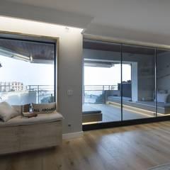 Iluminación vivienda en Tarragona: Salones de estilo  de Luxiform Iluminación