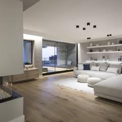 Living room by Luxiform Iluminación, Modern