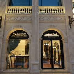 Luxury Store Doha: Negozi & Locali commerciali in stile  di Sara Bellini Architetto