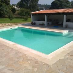 Hồ bơi trong vườn by JP Revestimentos, Isolamentos e Piscinas