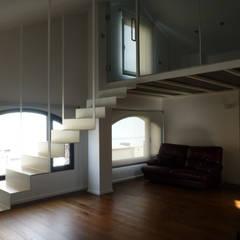 Sucre D21: Escaleras de estilo  de ESTUDIO DE CREACIÓN JOSEP CANO, S.L.