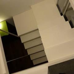 Loft Sucre D21: Escaleras de estilo  de ESTUDIO DE CREACIÓN JOSEP CANO, S.L.
