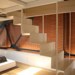 Escaleras de estilo  por ESTUDIO DE CREACIÓN JOSEP CANO, S.L.