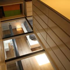 Loft Sucre A4: Vestidores de estilo  de ESTUDIO DE CREACIÓN JOSEP CANO, S.L.