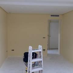 Pintura marfil: Dormitorios de estilo  de carjaresa