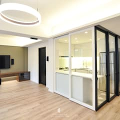 Memento:  Living room by Mister Glory Ltd, Minimalist