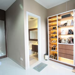 Home sweet home di Grand Galaxy: Ruang Ganti oleh Exxo interior,