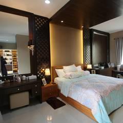 Home sweet home di Grand Galaxy: Kamar Tidur oleh Exxo interior,