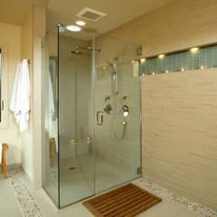 Đón Xuân Với Không Gian Nhà Phố 2 Tầng 4 Phòng Ngủ Tại Quận 6 Phòng tắm phong cách châu Á bởi Công ty TNHH TK XD Song Phát Châu Á Đồng / Đồng / Đồng thau