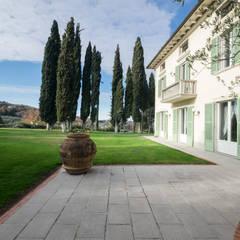 Morelli & Ruggeri Architetti:  tarz Villa