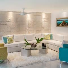غرفة المعيشة تنفيذ Art.chitecture, Taller de Arquitectura e Interiorismo 📍 Cancún, México.