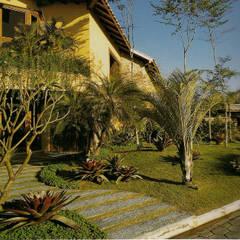 Casa FP: Casas familiares  por AM arquitetura e interiores