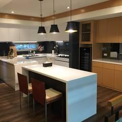 廚具及中島設計案:  餐廳 by 捷士空間設計(省錢裝潢)