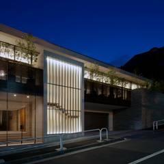 R-HOUSE 2012 夜景: 安藤貴昭建築設計事務所が手掛けた一戸建て住宅です。