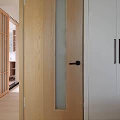 Inside doors by 樂沐室內設計有限公司