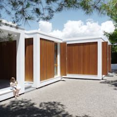 MAISON ELIANA: Maisons de style  par CALMM ARCHITECTURE