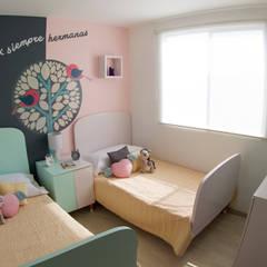 Habitaciones para peques: Habitaciones de niñas de estilo  de loop-d