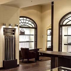 Luxury store Mosca - veduta da destra: Negozi & Locali commerciali in stile  di Sara Bellini Architetto