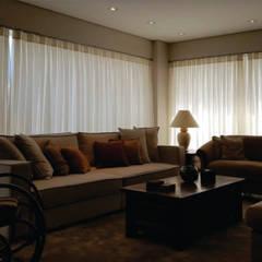 Apartamento Clássico: Salas de estar  por CG arquitetura e interiores