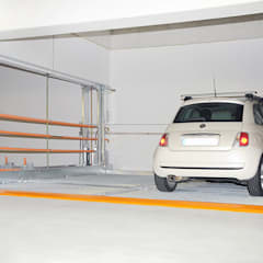 MultiBase 2072 en Munich, Alemania,2013: Garajes de estilo  por KLAUS MULTIPARKING COLOMBIA