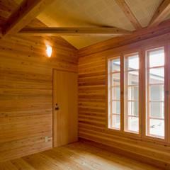 暮らしを楽しむ家: 小町建築設計事務所が手掛けた書斎です。