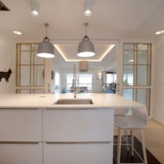 Reforma de piso con vistas: Cocinas integrales de estilo  de Sube Susaeta Interiorismo