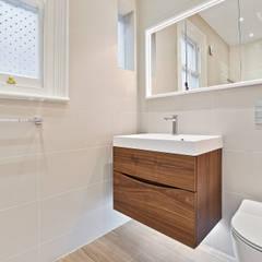 Case Study: Richmond, Surrey:  Bathroom by BathroomsByDesign Retail Ltd, Modern
