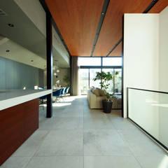 大空間LDKのある家: TERAJIMA ARCHITECTSが手掛けたリビングです。
