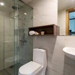 Chung Cư 71m2 Với Nội Thất Được Hoàn Thiện Sang Trọng Cuốn Hút:  Phòng tắm by Công ty TNHH Thiết Kế Xây Dựng Song Phát