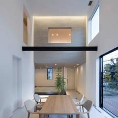 鎌倉 長谷の家 モダンデザインの ダイニング の 松岡淳建築設計事務所 モダン