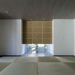 Media room by 松岡淳建築設計事務所, Modern Solid Wood Multicolored