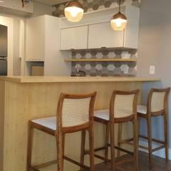 APARTAMENTO DE 56 m2: Salas de jantar  por ICONO Projetos e Interiores